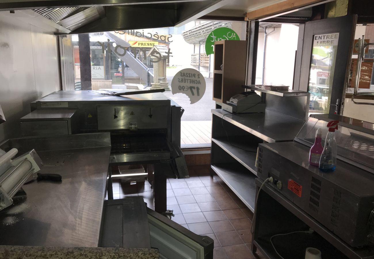Cession de bail (local commercial) à Laveissière - Local commercial Pizza Traiteur