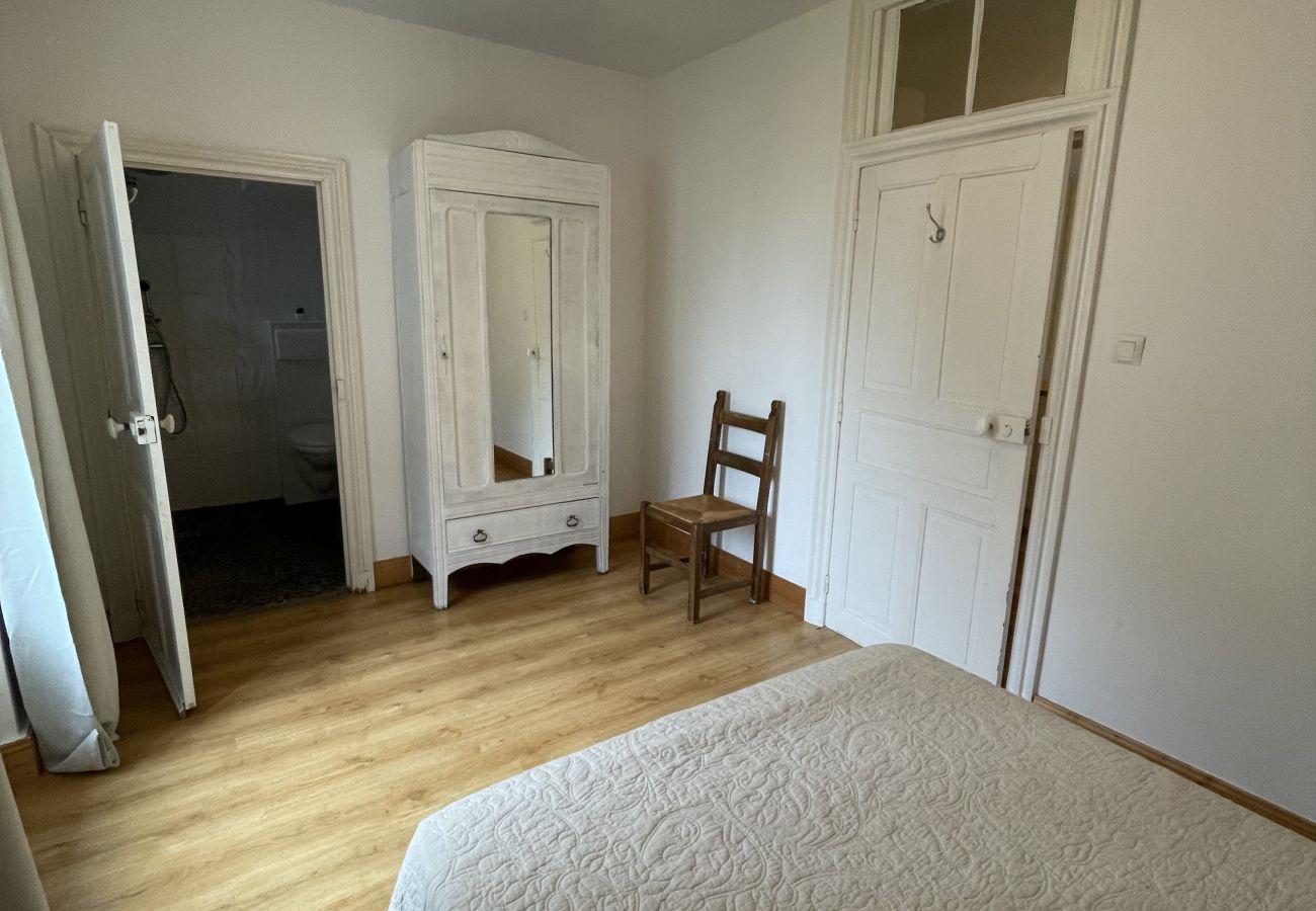 Maison à Saint-Jacques-des-Blats - Maison de Bourg à SAINT-JACQUES-DES-BLATS